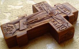 Деревянный резной крестик с АНГЕЛАМИ
