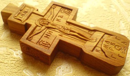 Резной деревянный крестик с Ликами Св. Архангел Михаила и Богородицы