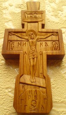 Резной деревянный крестик с Ликами Св. Архангел Михаила и Богородицы.