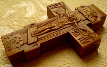 Резной крестик с образами Св. Николая Чудотворца и Св. Митрополита Московского и Всея Руси Алексия
