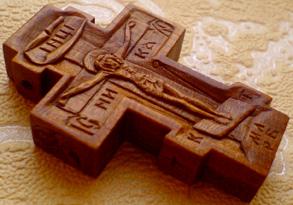 Резной крестик с образами Св. Николая Чудотворца, Св. Арх. Михаила и Св. Георгия Победоносца