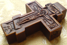Деревянный крестик с ликами Святителя Николая архиепископа Мир Ликийских, Чудотворца и Святого пророка Илии. Ручная резьба.