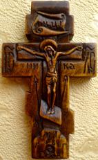 Резьба по дереву. Крестик с маленькими иконками.