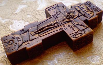 Резной деревянный крестик с ЛИКАМИ Св. прп. Серафима Саровского Чудотворца    и Св. Благоверного князя Вячеслава