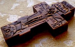 Деревянный крестик с иконками. Ручная резьба.