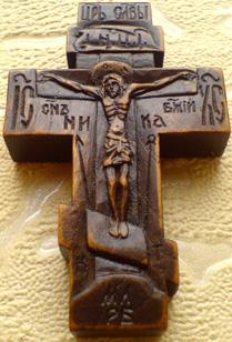 Ручная резьба. Крестик с образом Прсвт. Бцы. Иверская    и ликом Св. Архангела Михаила.