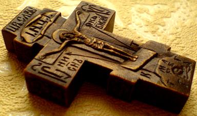 Резной деревянный крестик с ЛИКАМИ Св. прп. Серафима Саровского Чудотворца и Св. князя Александра Невского