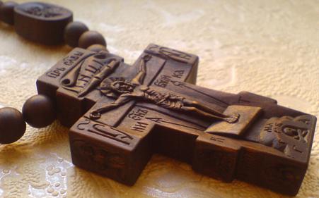 Резные иконки к нательному крестику. Преподобный Амвросий Оптинский и Архангел Михаил