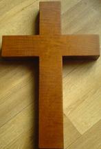 Большой деревянный крест