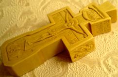 Резной деревянный крест