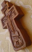 Резьба. Крестик с образами Св. Николая Чудотворца и Св. Георгия Победоносца.