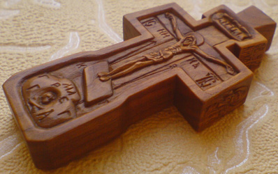 Резной крестик с образами Св. Николая Чудотворца и Св. Георгия Победоносца.