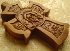 Резной деревянный крест. Спас нерукотворный.