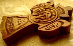 Резной деревянный крест. Спас