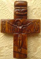 Резной деревянный крест четырехконечный