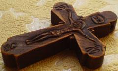 Резной деревянный нательный крест