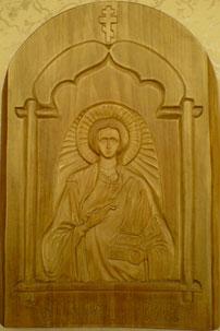 Резная деревянная икона. Святой великомученик и целитель Пантелеимон