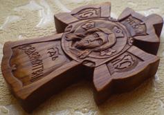 Резной деревянный крестик. Спас