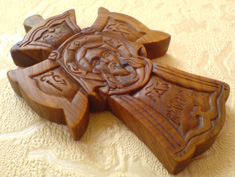 Резной деревянный крест. Ручная работа