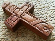 Деревянный нательный крестик. Ручная резьба.
