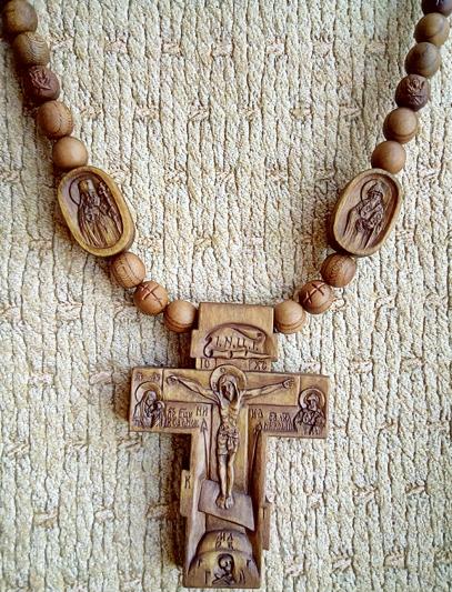 Резные иконки к нательному крестику. Святитель исповедник Лука архиепископ Симферопольский и Крымский и святитель Спиридон Тримифунтский