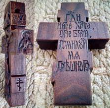 Деревянный крестик с образом Святителе Николае архиепископе Мир Ликийских Чудотворца, и образом пресвятой Богородицы Умиление. На обратной стороне крестика - Иисусова молитва.