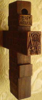 Резьба. Крестик из дерева с АРХАНГЕЛАМИ Михаилом и Гавриилом.