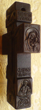 Резной деревянный крестик с ЛИКАМИ Св. Серафима Саровского, Св. Великомученика и целителя Пантелеимона.   С другой стороны крестика: Казанская икона Божией Матери и Св. Николай Чудотворец. На обороте: Преображение Господне