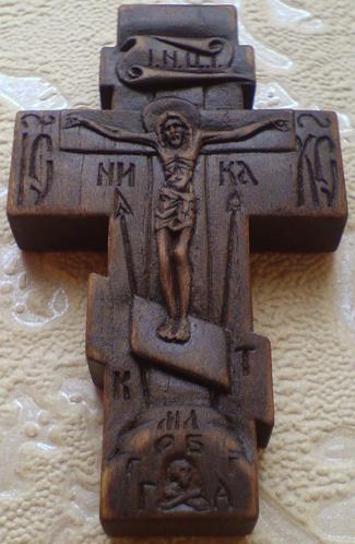 Крестик деревянный с образом БОГОРОДИЦЫ КАЗАНСКАЯ и СВЯТЫМ ПРП. СЕРАФИМОМ САРОВСКИМ. С Молитвой Честному Кресту.