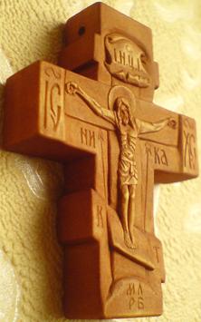 Резной нательный деревянный крестик