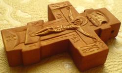 Нательный крестик деревянный