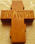 Резной деревянный крестик.