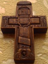 Резной деревянный нательный крестик с молитвой